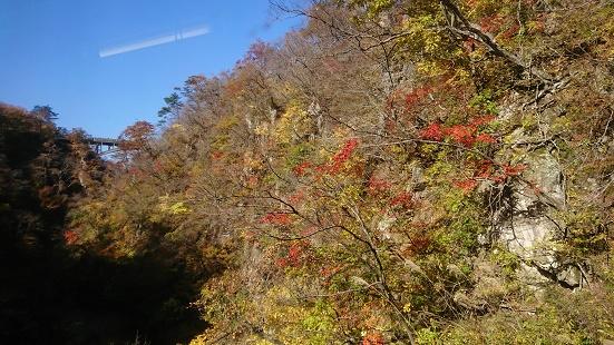 陸羽東線からの紅葉