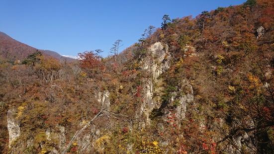 鳴子峡レストハウスから見る紅葉